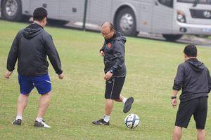 CLIP: Thầy Park bỏ bóng, đá trợ lý và cái kết bất ngờ