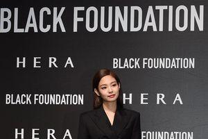 Không bị ảnh hưởng bởi scandal tình dục của Seungri, Jennie (Blackpink) mặc váy ngắn sang chảnh đi sự kiện