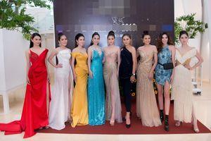 Nam vương Quốc tế 2018 Trịnh Bảo khoe vẻ đẹp như tạc tượng với vest bảnh bao