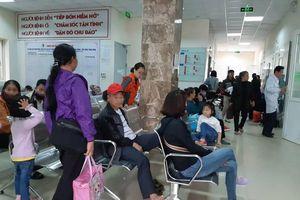Nghi ăn thịt lợn nhiễm giun sán, hàng trăm học sinh ở Bắc Ninh được người thân đưa đi bệnh viện khám