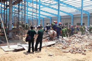 Công trình đang xây dựng đổ sập đè 5 người tử vong
