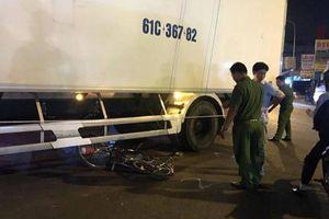 Ô tô tải ôm cua cán chết bé gái 14 tuổi đi xe đạp
