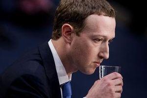 Lãnh đạo cấp cao Facebook vội vã xin từ chức