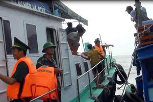 Ứng cứu kịp thời 8 ngư dân gặp nạn trên vùng biển Bến Tre