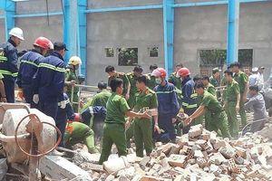 Kinh hoàng tường sập, 6 công nhân thiệt mạng