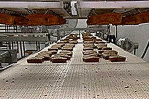 Bánh mì chuối và chocolate phổ biến ở Mỹ được sản xuất thế nào?