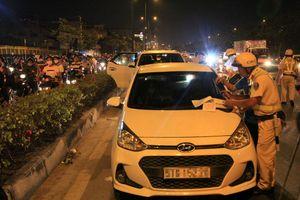 Không cài dây an toàn ở TP.HCM: Hành khách và cả tài xế cùng bị phạt