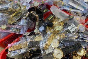 Thu giữ hàng ngàn đồng hồ giả, nhái Patek Philippe, Rolex…