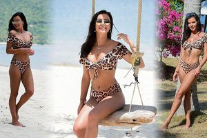 Hoa hậu Anh Shelby Tribble gợi cảm với bikini da báo