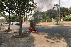 Vừa đổ đầy bình xăng, chiếc xe máy đã bốc cháy ngùn ngụt