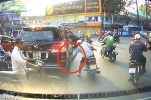 TP.HCM: Tên trộm cạy logo xe sang Lexus 570 siêu nhanh chỉ trong 2 giây