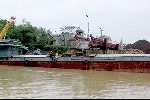 Bất cập thuyền trưởng tàu biển không được điều khiển tàu sông