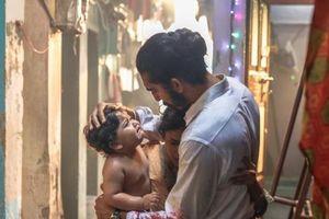 'Hotel Mumbai' tái hiện ký ức kinh hoàng về vụ khủng bố đẫm máu
