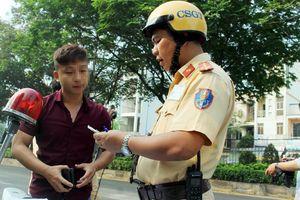 Tài xế không thắt dây an toàn bảo biết luật nhưng… xui, sơ ý