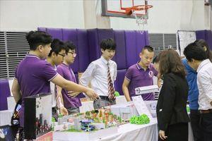 Học sinh Hà Nội sáng tạo máy lọc không khí bằng rêu xanh