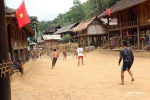 Niềm đam mê bóng đá của những thanh niên Khơ mú vùng cao xứ Nghệ