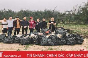 Nhóm bạn Hà Tĩnh tham gia dọn rác 'Thách thức để thay đổi'