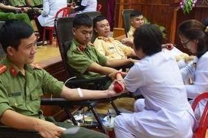 Nghĩa cử cao đẹp của cán bộ, chiến sĩ Công an tại một câu lạc bộ Ngân hàng máu sống