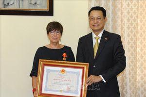 Trao Huân chương Hữu nghị cho cựu Đại sứ Bỉ tại Việt Nam