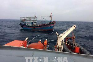 Cứu nạn tàu cá BĐ 98095 bị hỏng máy, thả trôi trên biển