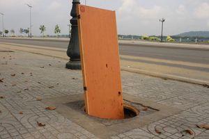 Hàng loạt nắp cống bị trộm trên con đường đẹp nhất Quảng Ngãi
