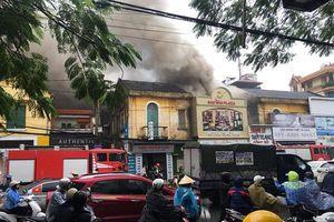 Cháy kinh hoàng ở Hải Phòng khiến 4 người mắc kẹt, một người thiệt mạng