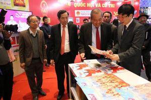 Phó Thủ tướng Trương Hòa Bình thăm các gian trưng bày