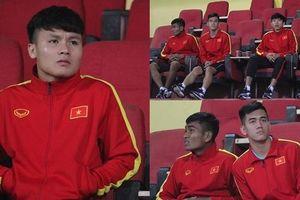 Quang Hải làm khán giả ở trận U23 Việt Nam 6-1 U23 Đài Bắc Trung Hoa