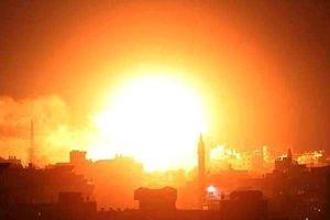 Dải Gaza rực lửa do phải hứng chịu hơn 100 quả tên lửa chính xác từ Israel