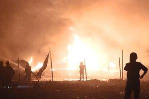 Cháy dữ dội xưởng vải ở Bình Tân