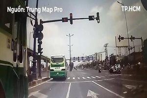 Xử lý tài xế xe buýt vượt đèn đỏ ở Thủ Đức