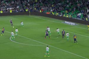 CĐV Betis đứng dậy vỗ tay sau siêu phẩm bấm bóng của Messi