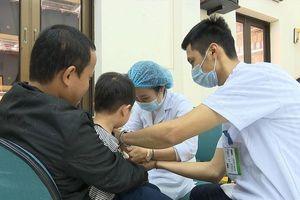 Bắc Ninh đình chỉ một loạt cán bộ sau vụ trẻ nhiễm sán lợn