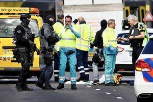 Nổ súng trên tàu điện Hà Lan, có thể do khủng bố