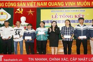 Khen thưởng các tập thể, cá nhân xuất sắc tại Đại hội Thể thao học sinh phổ thông Hà Tĩnh