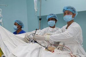 Một bệnh viện quận đã phẫu thuật cứu sống bệnh nhân vỡ thai ngoài tử cung