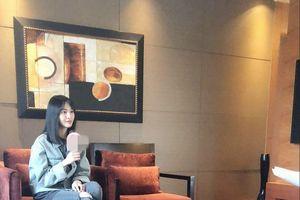 Diện đồ đơn giản, trang điểm nhẹ nhàng, Trịnh Sảng ghi điểm tại họp báo phim 'Thanh xuân đấu' sau thời gian vắng bóng showbiz