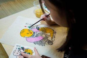 Cơ hội để trẻ trải nghiệm làm giấy dó, nặn gốm tại Ngày hội Tốt