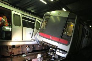 Tàu điện ngầm Hồng Kông húc nhau, giao thông rối loạn