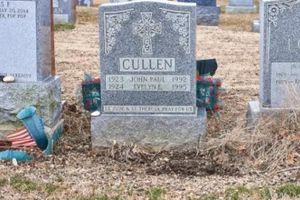 Mỹ: Kinh hồn vì bị 'nuốt' xuống mộ của bố mẹ ở nghĩa trang