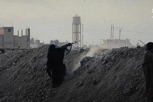 Tuyệt vọng, IS 'tung' cả phụ nữ trẻ em ra chiến trường Baghouz