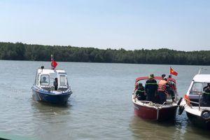 TP.HCM: Tàu hút cát bị chìm, 1 người mất tích