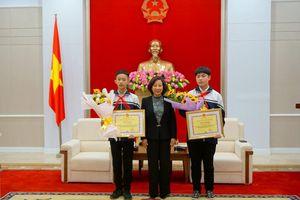 Quảng Ninh khen thưởng 2 học sinh đoạt giải nhất cuộc thi khoa học kỹ thuật
