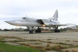 Nga điều oanh tạc cơ Tu-22M3 và tên lửa Iskander tới Crimea