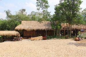 Tháo dỡ khu nghỉ dưỡng 'chui' trong rừng phòng hộ