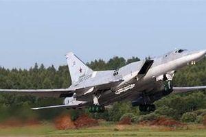 Máy bay ném bom mới Nga vừa điều động đến Crimea mạnh như thế nào?