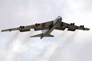 B-52 Mỹ trang bị tên lửa hạt nhân đối trọng với S-400 Nga