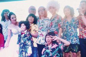 Khoảnh khắc được 'share điên đảo' hôm nay: 11 anh em giả nữ hát hò trong đám cưới vì bà ngoại ao ước có cháu gái