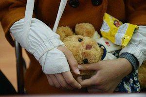 Nỗi đau của người bố có con 9 tuổi bị xâm hại hàng đêm nằm khóc một mình