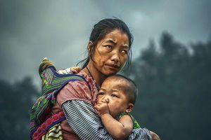 Sự thật đằng sau bức ảnh 'bà mẹ H'mong' của nhiếp ảnh gia Malaysia giành giải thưởng danh giá